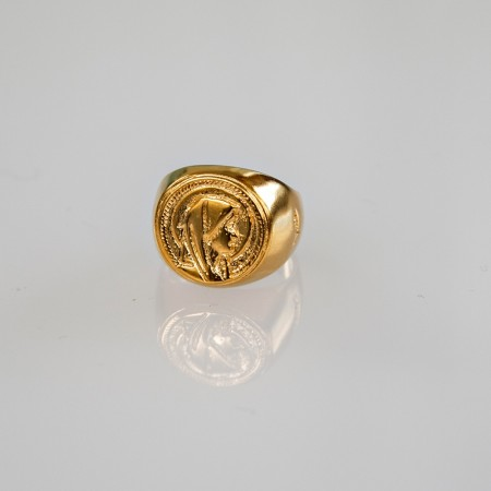 By Me, Madonna signet 14k forgylt tombak ring